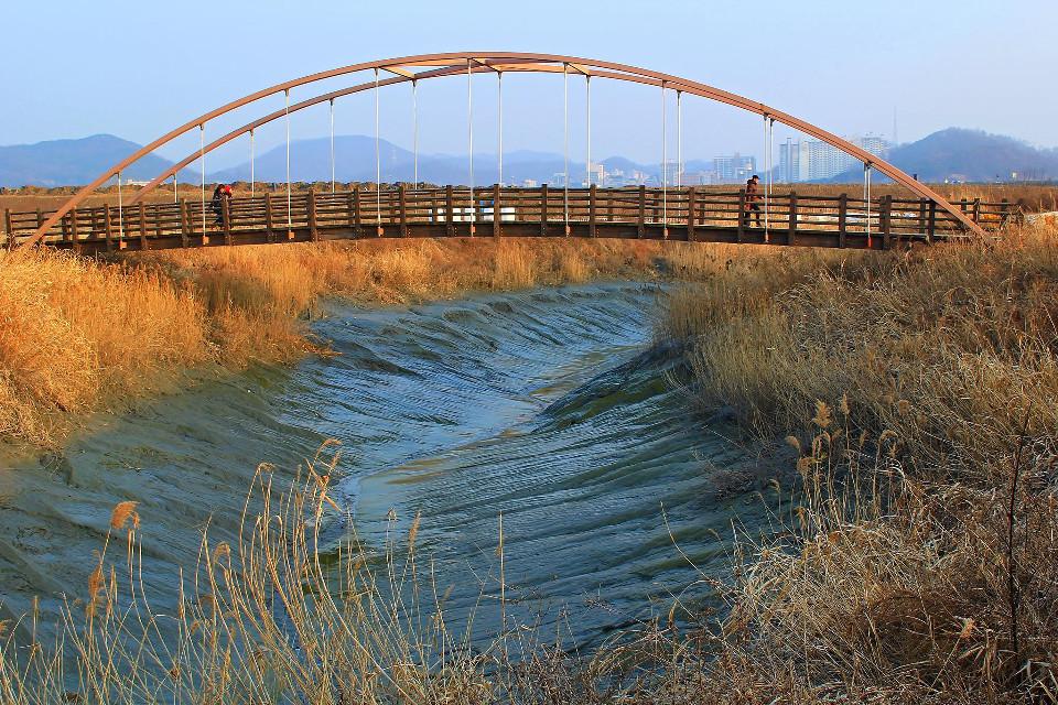 THE ARCH BRIDGE